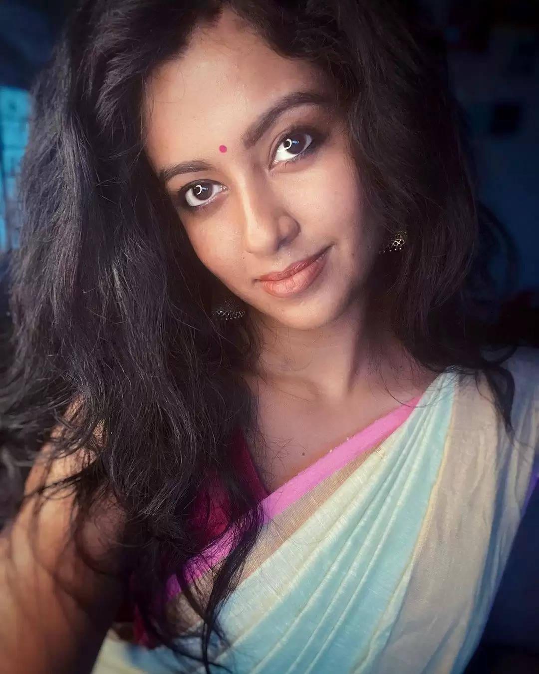 மயக்கும் 'கண்ணம்மா'.. நடிகை ரோஷ்னியின் லேட்டஸ்ட் புகைப்படங்கள்