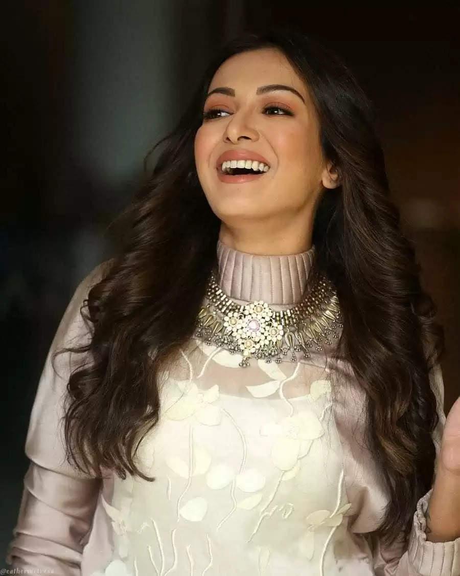 நடிகை கேத்ரீன் தெரசா லேட்டஸ்ட் போட்டோஷூட் வைரல்