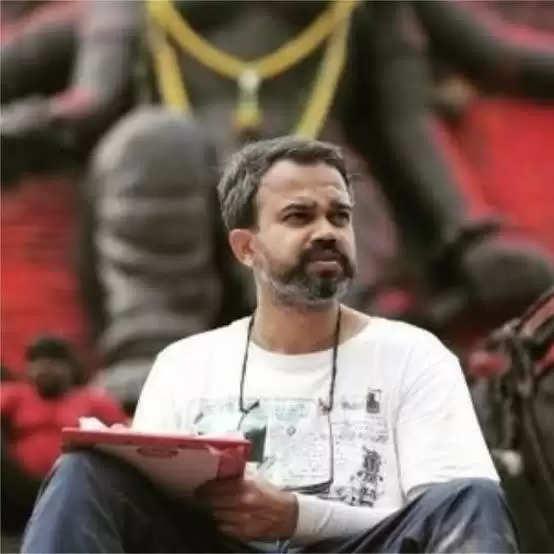 கே.ஜி.எப் இயக்குனரின் பிரம்மாண்ட படத்தில் விஜய் சேதுபதி!