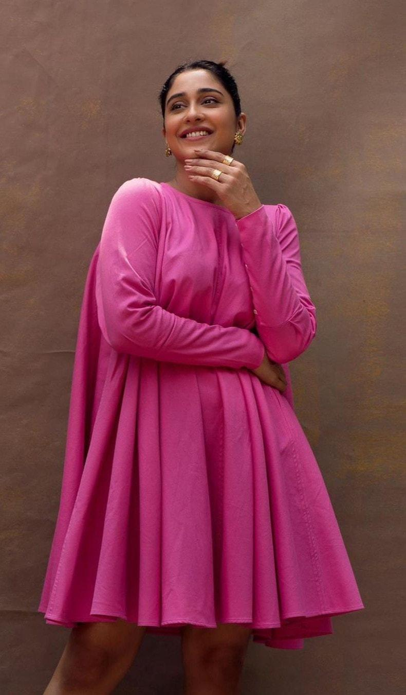Actress Regina Cassandra Sizzling of Pink!