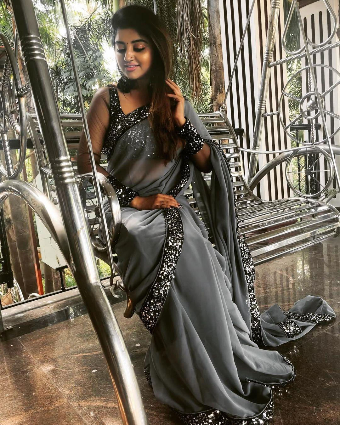 சீரியல் நடிகை மகாலட்சுமியின் ஸ்டைலிஷ் போட்டோஷூட்