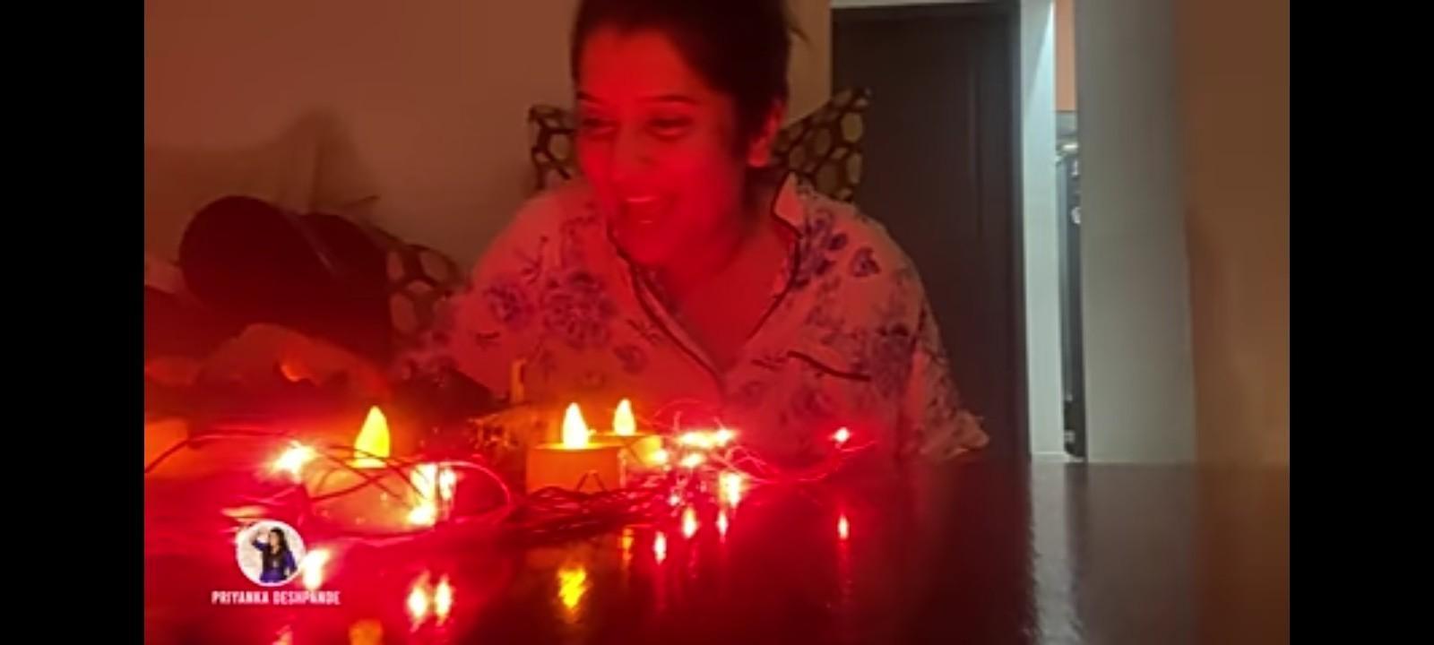 இரவு 12 மணிக்கு பிறந்தநாள் கொண்டாடிய விஜே பிரியங்கா. டிரெண்டாகும் வீடியோ