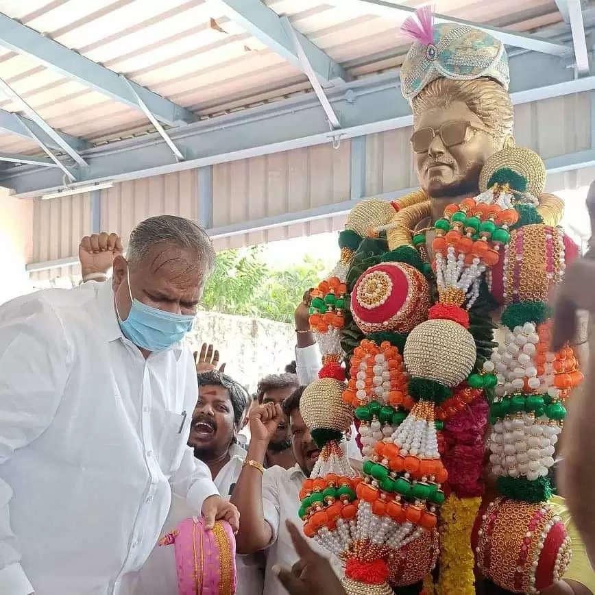 vijay-statue