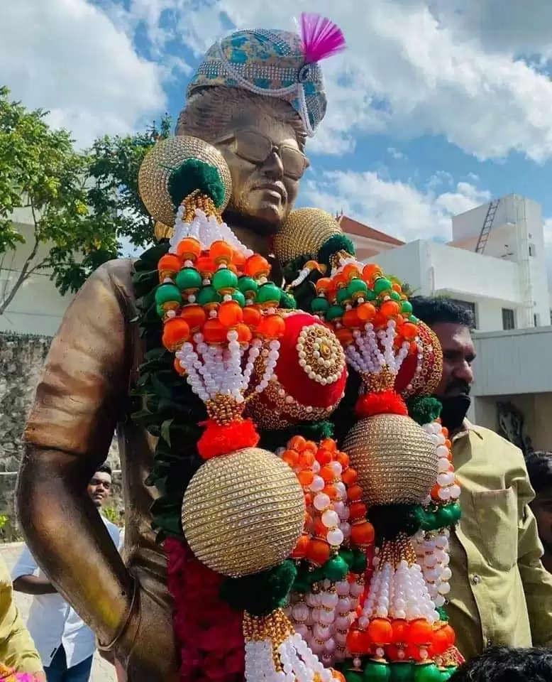 vijay-statue-496